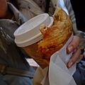 回程趕著買導遊推薦的麵包 真的出奇地好吃 大家讚不絕口!!