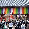 台上是豐臣秀吉和臣子的後宮佳麗們