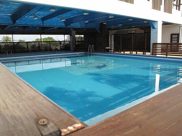 杉板灣民宿內附設的游泳池