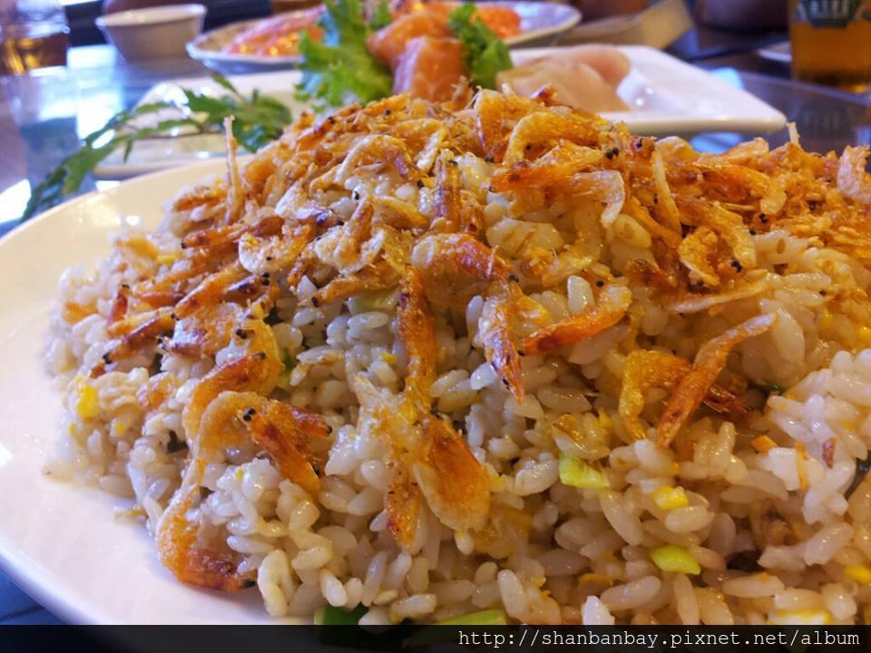 東港阿祥海產店滿滿的櫻花蝦炒飯