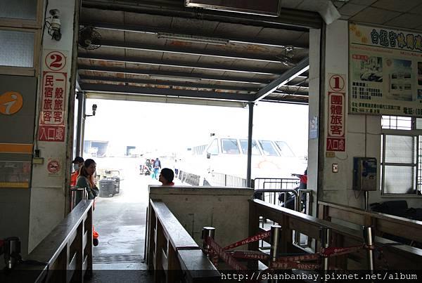 小琉球渡船頭1號團客入口,2號是一般遊客與民宿貴賓排隊入口
