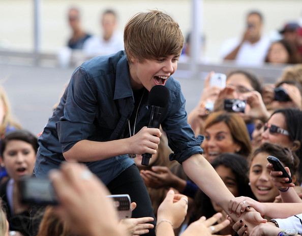 Justin+Bieber+Performs+Live+CBS+News+Early+qAM2a1PBONIl.jpg