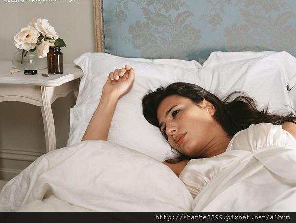 53919edbe3095躺在床上600X452