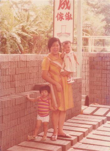 1977-7.bmp