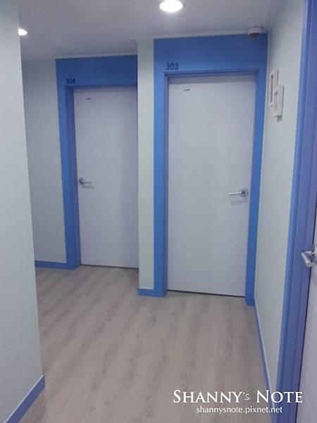 room 01.jpg