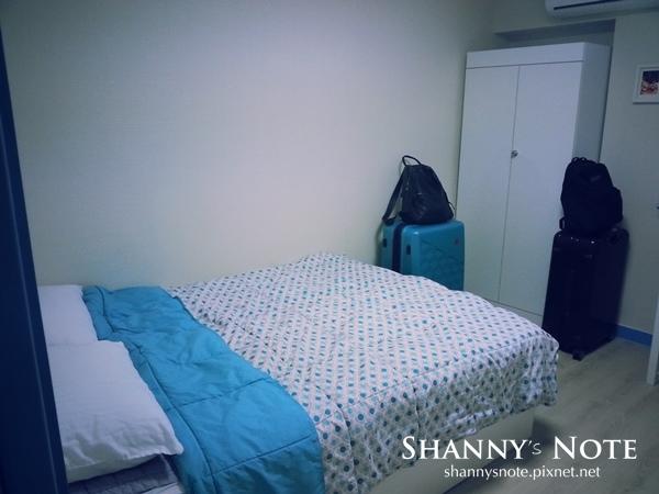room 04.jpg