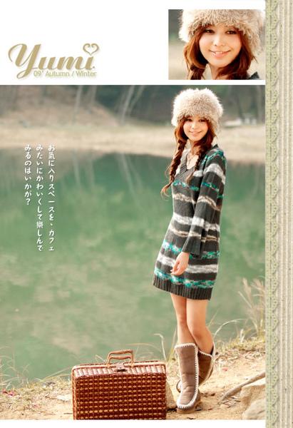 【YUMI】雪國冬季.V領色織橫紋毛線洋 (共二色).jpg