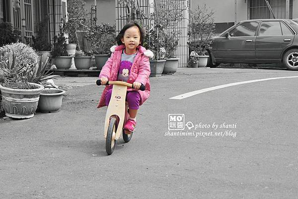 可愛MOMO,Kinderfeets滑步車
