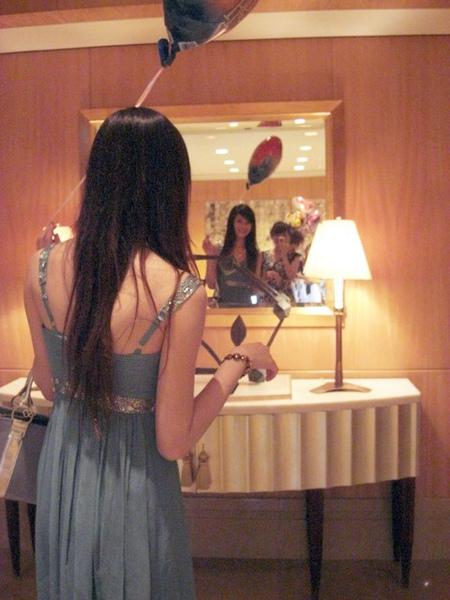 其實是想對著鏡子照