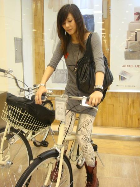 逛到一台還不錯的腳踏車