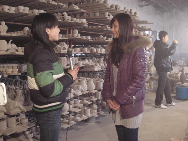 在製作定瓷的工廠裡