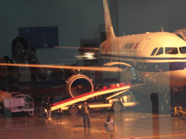 在麗江機場等飛機