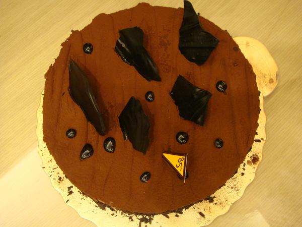 玩玩遊戲吃巧克力蛋糕