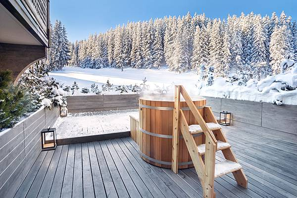 aman-le-melezin-hot-tub-2-1200x800.jpg