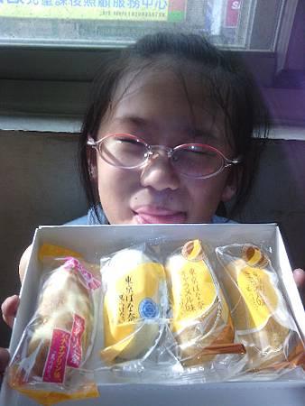 阿姨送來日本來的香蕉蛋糕