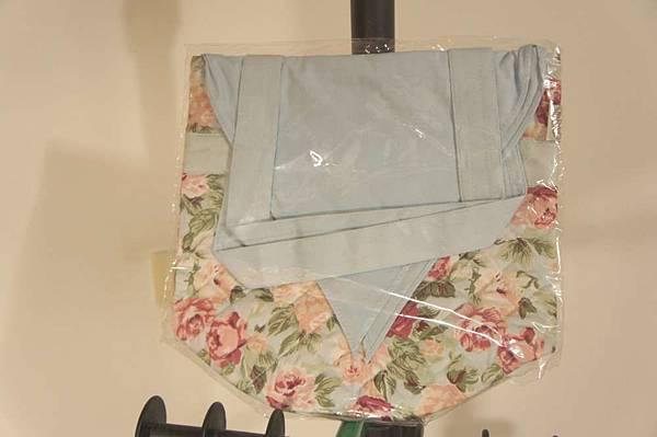 (05) 全新藍色古典曼谷包 130元