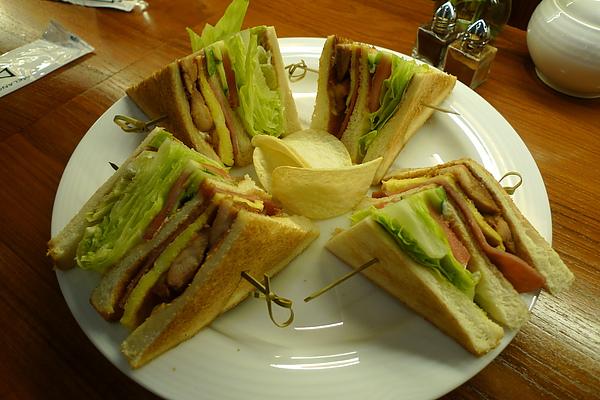 我們的主食--總匯三明治!