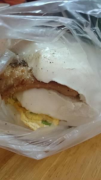新竹無名早餐店 - 饅頭肉排蛋