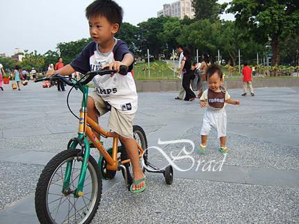 美術館騎腳踏車