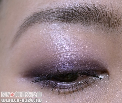 紫色眼影第三步