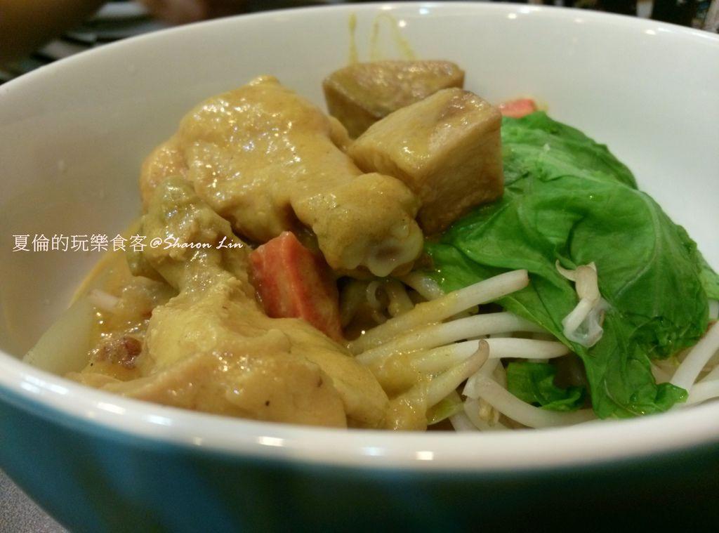 CAM02189-黃金咖哩雞乾拌麵(米線)