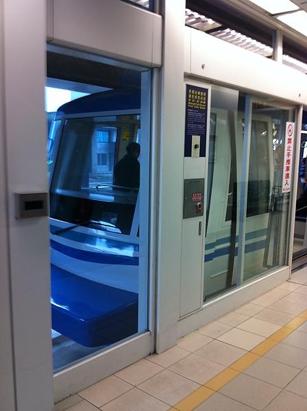 IMG_0223.JPG电车到站.jpg