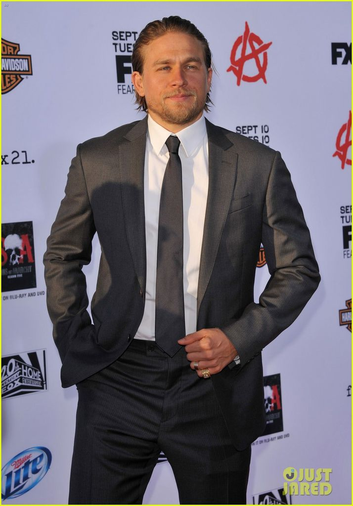 charlie-hunnam-talks-fifty-shades-of-grey-for-first-time-06.jpg