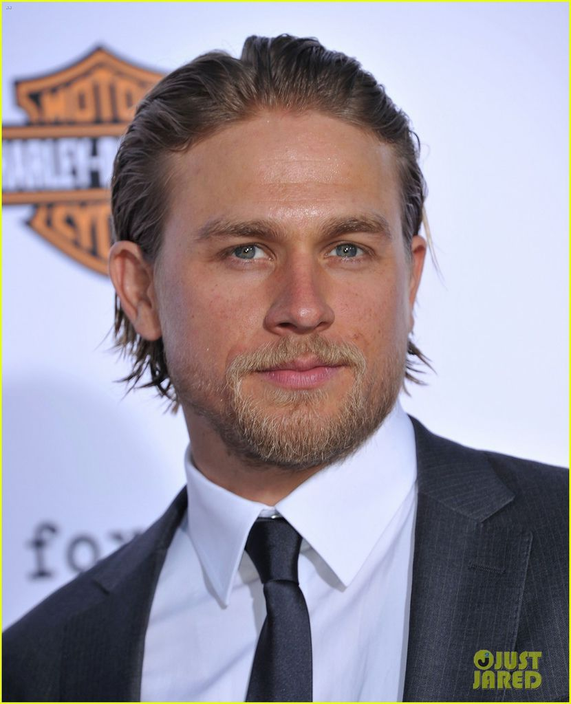 charlie-hunnam-talks-fifty-shades-of-grey-for-first-time-07.jpg