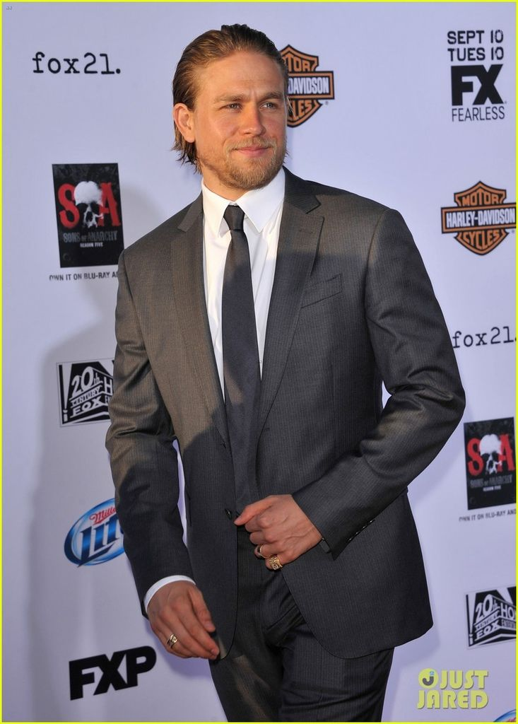 charlie-hunnam-talks-fifty-shades-of-grey-for-first-time-10.jpg