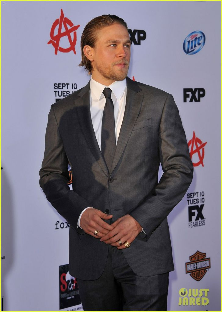charlie-hunnam-talks-fifty-shades-of-grey-for-first-time-11.jpg