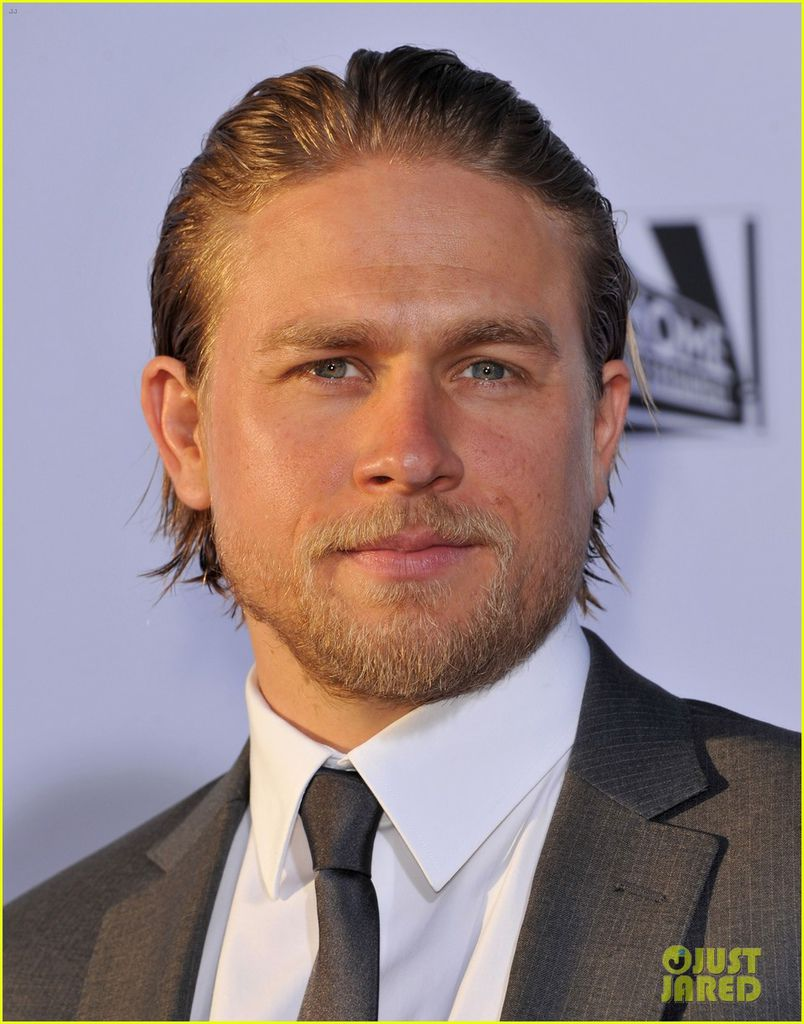 charlie-hunnam-talks-fifty-shades-of-grey-for-first-time-12.jpg