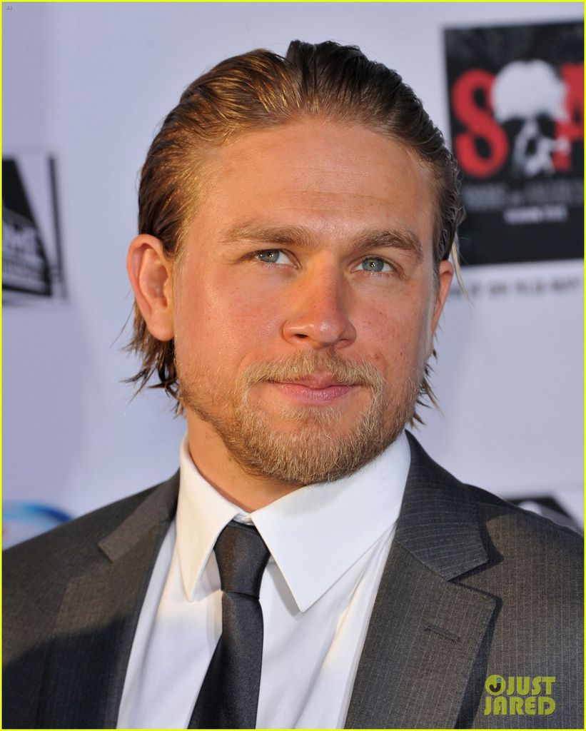 charlie-hunnam-talks-fifty-shades-of-grey-for-first-time-14.jpg