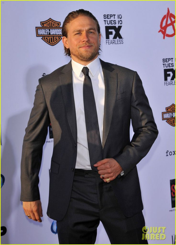 charlie-hunnam-talks-fifty-shades-of-grey-for-first-time-15.jpg