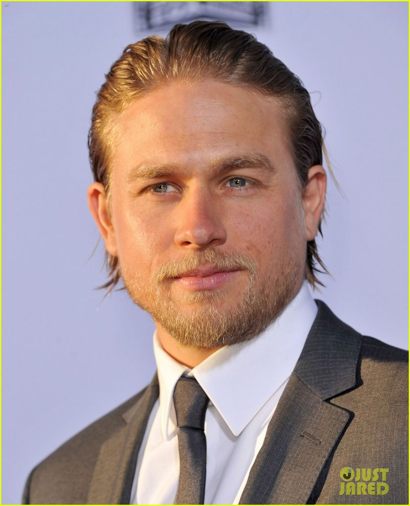 charlie-hunnam-talks-fifty-shades-of-grey-for-first-time-16.jpg