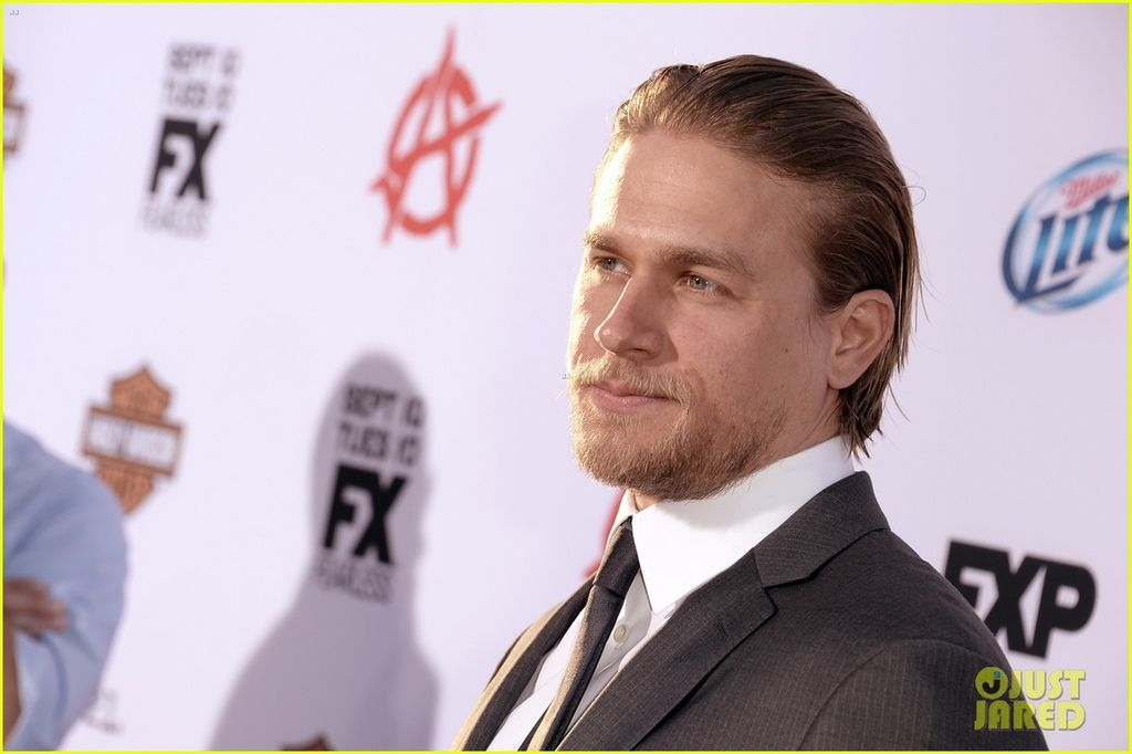 charlie-hunnam-talks-fifty-shades-of-grey-for-first-time-19.jpg