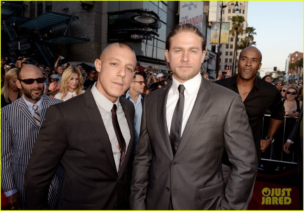 charlie-hunnam-talks-fifty-shades-of-grey-for-first-time-21.jpg