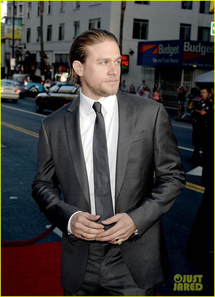 charlie-hunnam-talks-fifty-shades-of-grey-for-first-time-26.jpg