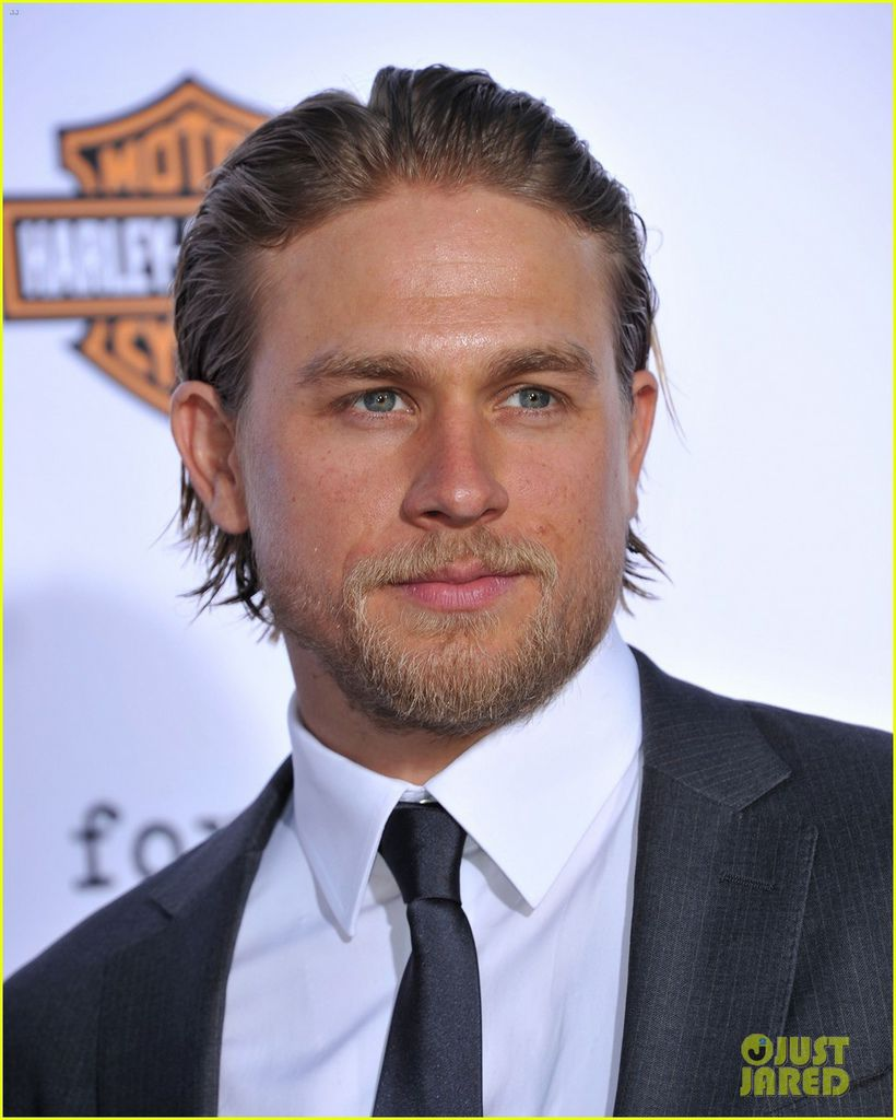 charlie-hunnam-talks-fifty-shades-of-grey-for-first-time-17.jpg