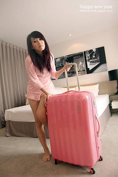 睡衣與行李箱