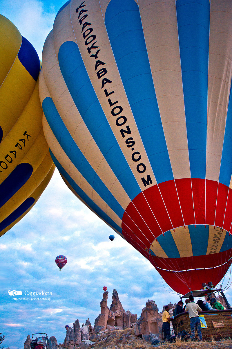 Cappadocia_hot_air_balloon_02.jpg
