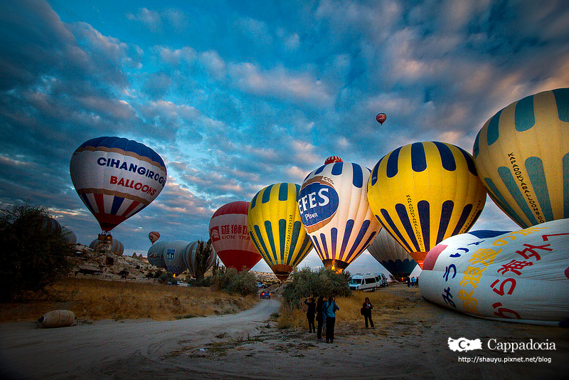Cappadocia_hot_air_balloon_05.jpg