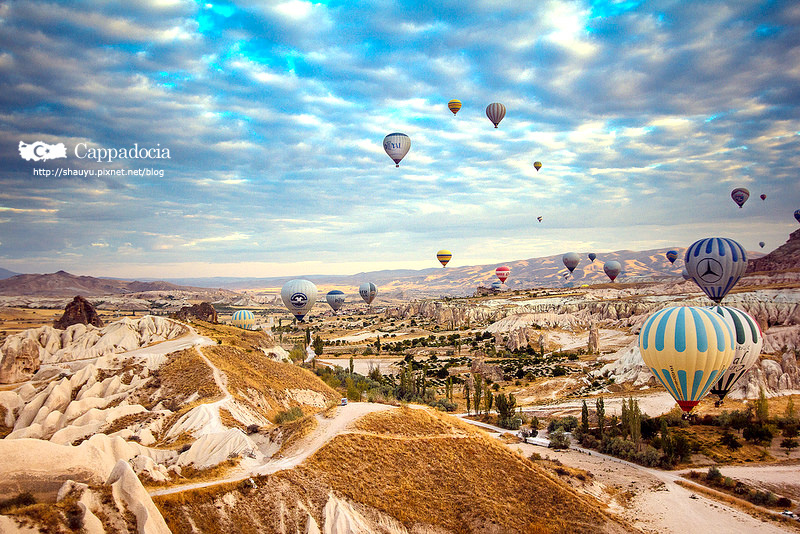 Cappadocia_hot_air_balloon_12.jpg