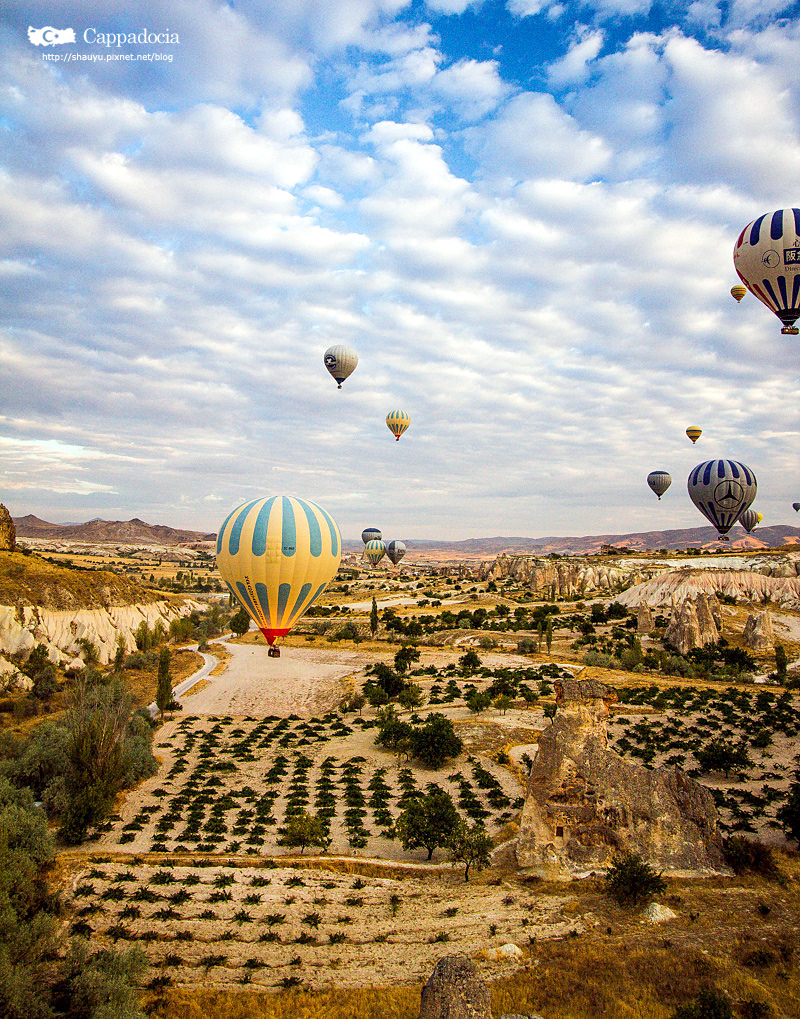 Cappadocia_hot_air_balloon_14.jpg