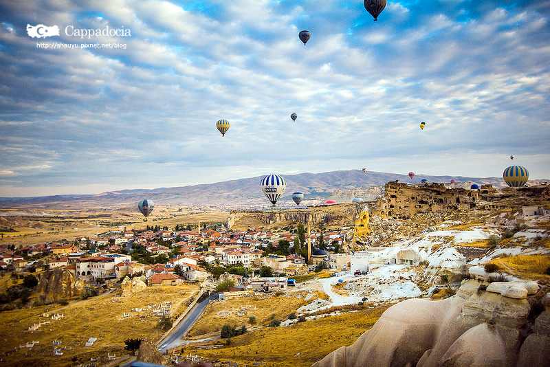 Cappadocia_hot_air_balloon_19.jpg