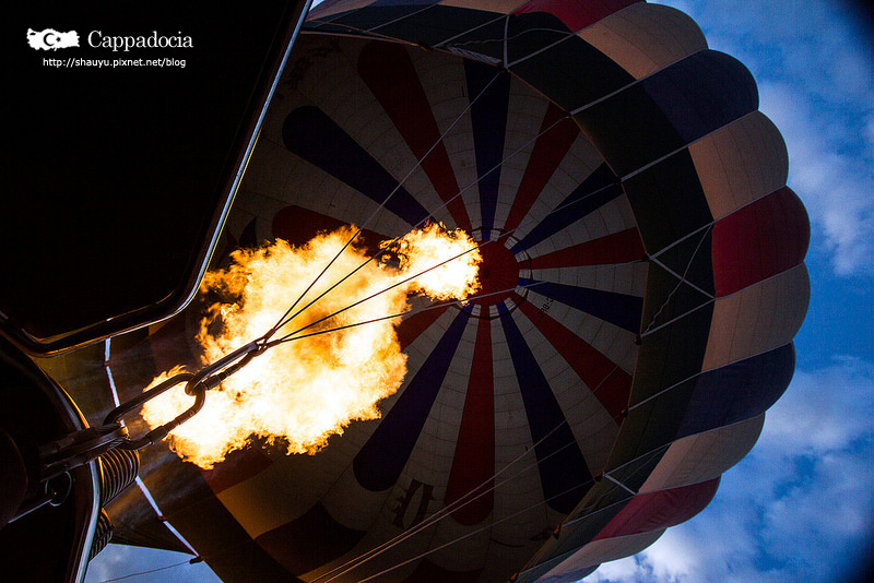 Cappadocia_hot_air_balloon_22.jpg