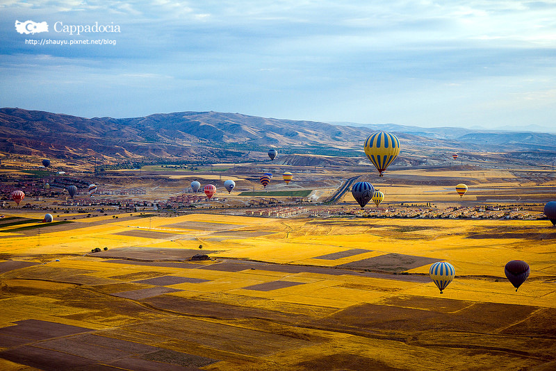 Cappadocia_hot_air_balloon_36.jpg