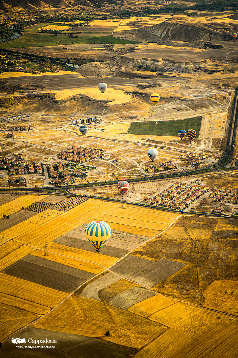 Cappadocia_hot_air_balloon_39.jpg