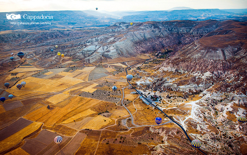 Cappadocia_hot_air_balloon_42.jpg