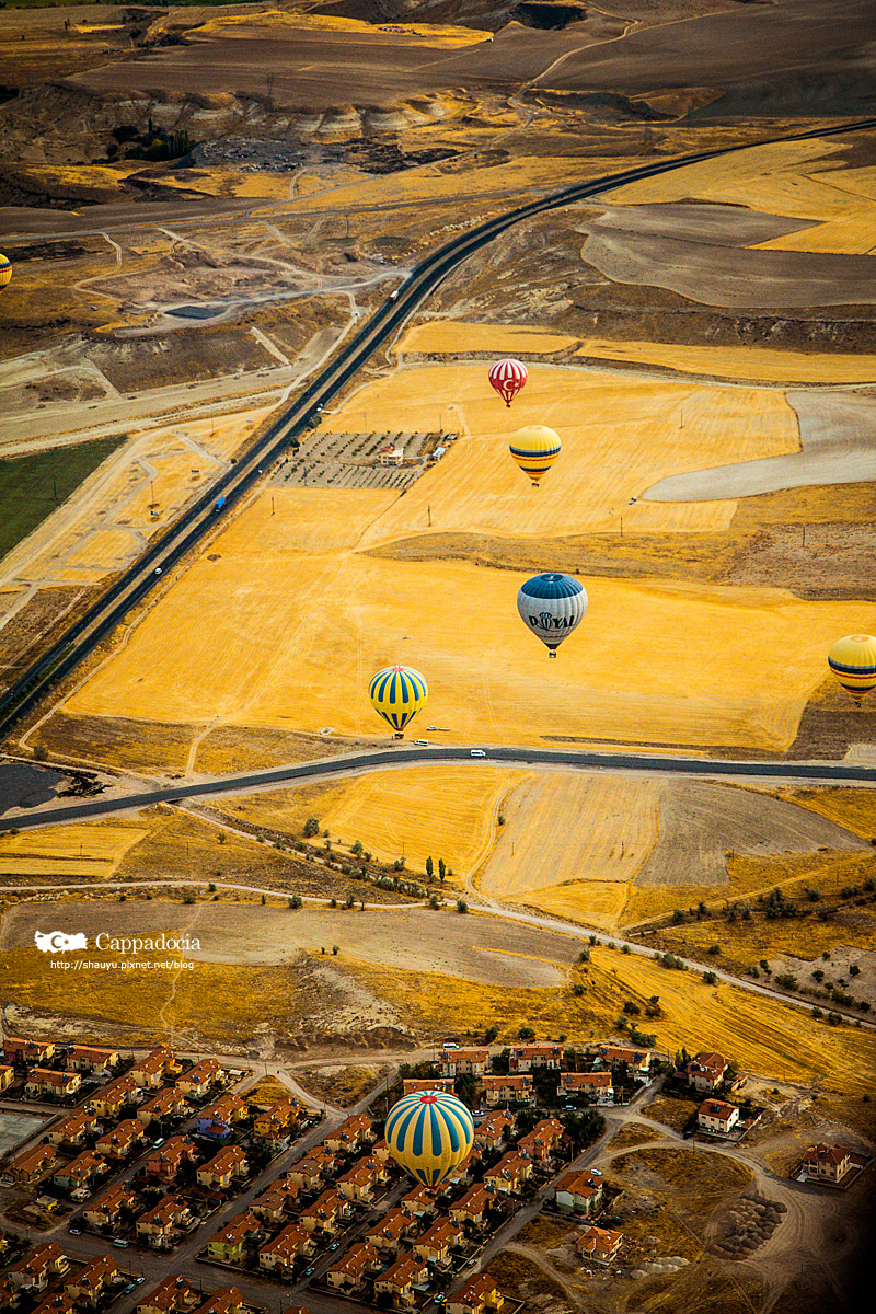 Cappadocia_hot_air_balloon_46.jpg