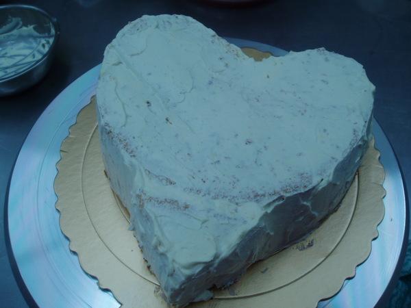 剛黏好尾巴得心型蛋糕